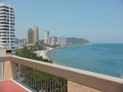 Spectacular Views and Sunset. Mountain air, Ocean Breezes. Terrace 400 sq.ft.