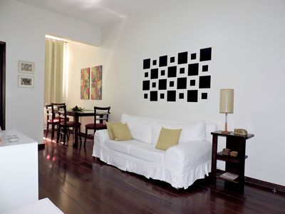 2 BEDROOMS, LEBLON A 2 BLOCKS FROM THE BEACH, WITH CRADLE, GARAGE, CABLE TV AND WI-FI.