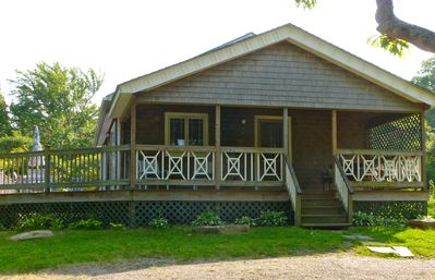 PRIVATE CHILMARK SCENIC BEAUTY MIDDLE RD PRISTINE 2 BDR, 1 1/2 bath & ODS, deck