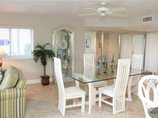 Fort Myers Beach condo photo - Living-Dining