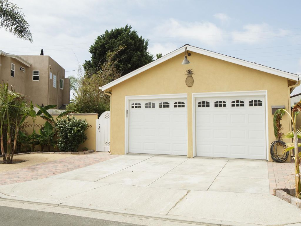 768 #8D753E  House 12 Doors From The Beach And Beach Access With 2 Car Garage picture/photo Everything Garage Doors 37291024