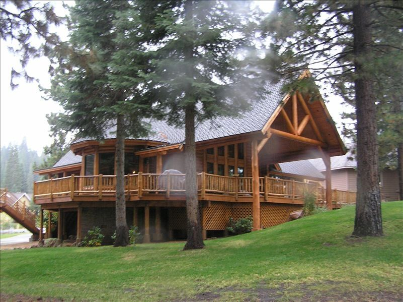Racky 39 s place golf retreat custom log cabin vrbo for Log cabin retreat