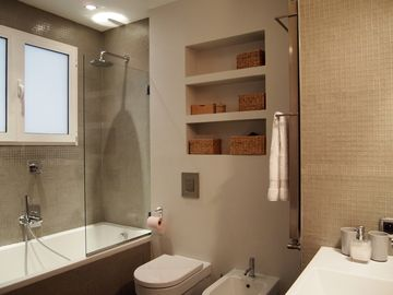 bathroom : handbasin, tub with shower rain, wc, bidet. Also washing & dryer .