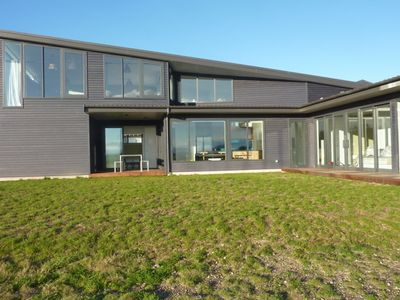Modern family bach near Lake Taupo