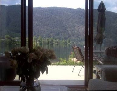 Living Room View to Lakefront and mountain. Local eagle residents.