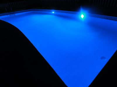 POOL LIGHTS THAT CHANGE COLOUR