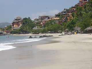 Zihuatanejo condo photo - La Ropa Beach
