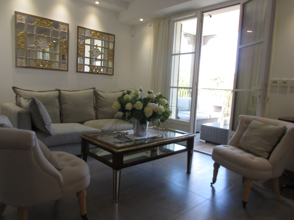 In the Heart of St. Tropez: Beautiful New Apartment