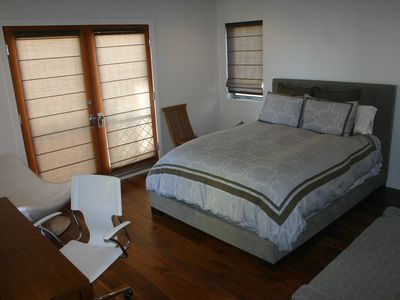 Hermosa Beach townhome rental - Master bedroom - queen bed