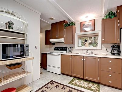 Amenities include a fully equipped kitchen with washer and dryer
