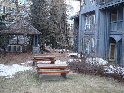 Picnic area in courtyard.