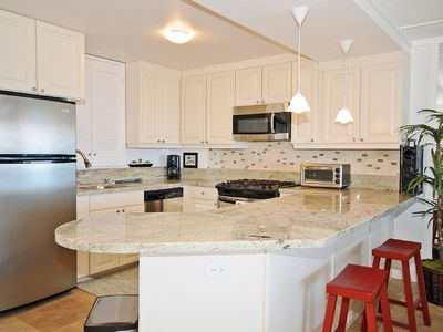 Diamond Head condo rental - Newly remodeled, fully stocked kitchen