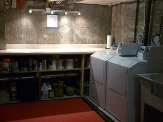 Clean well-lit commercial laundry on premises. - San Francisco apartment vacation rental photo