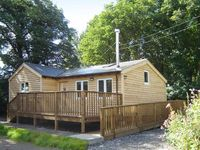 SEADRIFT CABIN, pet friendly in Llansteffan, Ref 915644