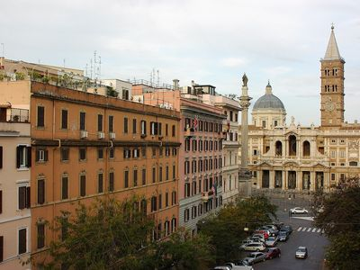Bright rental apartment Rome Colosseum city center 2 bdrs 2bths