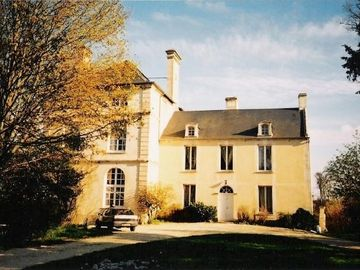 Aubigny estate rental - Manor front in Spring