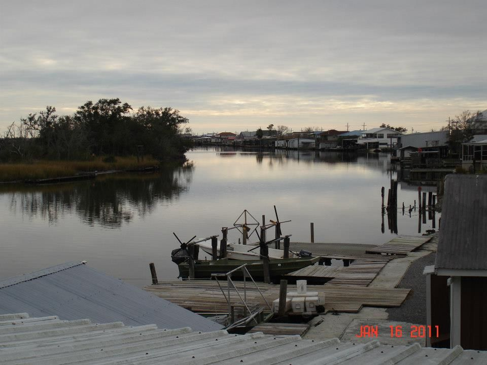 Angler 39 s retreat waterfront fishing camp vrbo for Fishing camps for rent in louisiana