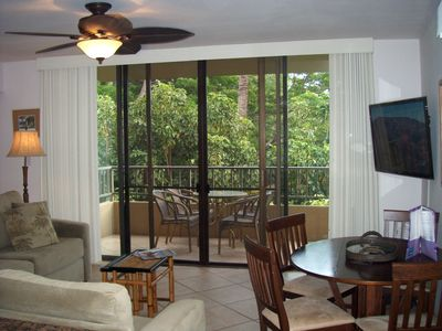 Honokowai condo rental - Enjoy the cool breezes coming from the lanai.