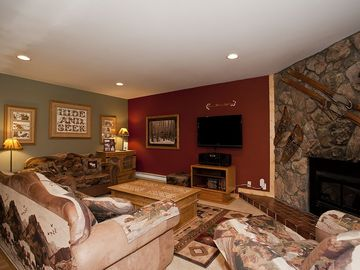 Park Place Breckenridge condo rental - LIVING ROOM/FIREPLACE