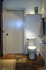 Haiku studio photo - Toilet