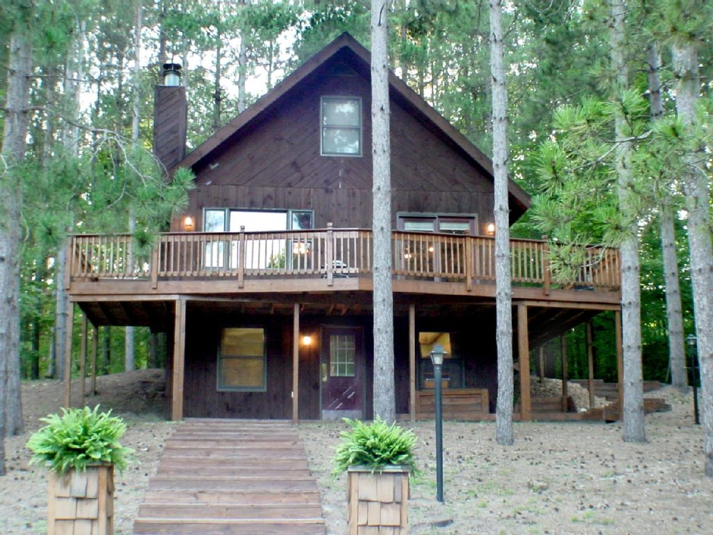 Cozy cabin in the center of crystal mountain resort 4 br for Crystal mountain cabin rentals