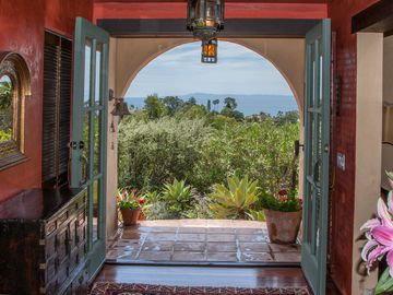 Santa Barbara house rental - Coming or going, this it what it's all about. Ocean, Islands, rolling hills