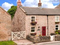 BLACKSMITHS COTTAGE, pet friendly in Hudswell, Ref 29398