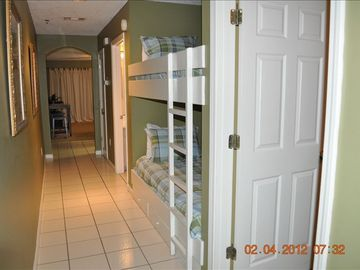 Hallway Bunkbeds. (Bedroom to right)