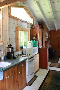 Georgetown cottage rental - Enjoy a sunny kitchen
