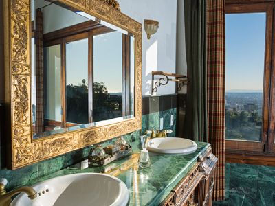 Hollywood house rental - The Master Bathroom