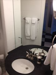 Sea Pines villa photo - Guest Bath. Granite Countertops. Full Mirror.