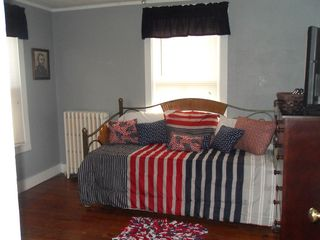 Gettysburg house photo - The Ulysses S Grant Room includes a day bed with trundle and a 32' flat screen!