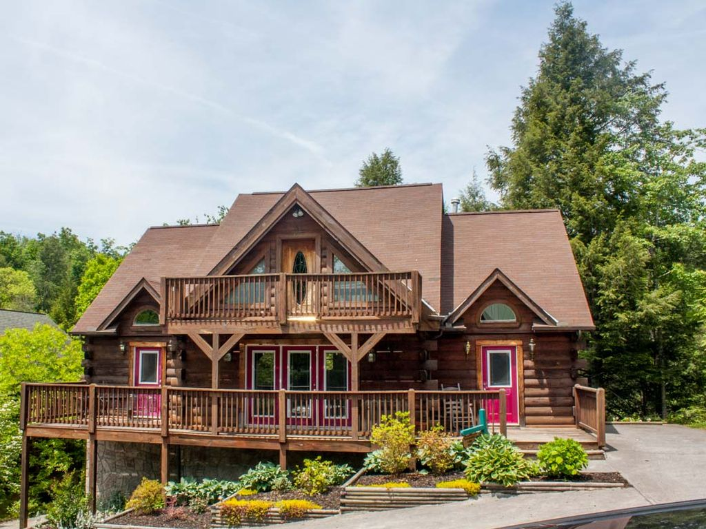 Five Bedroom Log Home A Great Getaway Vrbo