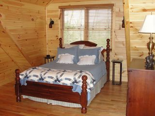 Lake Lure cabin photo - Master bedroom (upstairs) with queen bed and private luxury bath