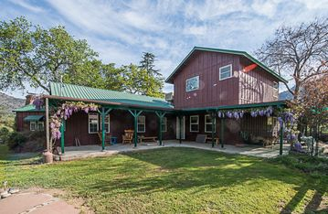 Three Rivers farmhouse rental