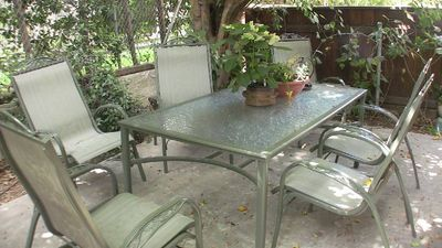 Beverly Hills townhome rental - Dinning area in patio, seats six, under a ficus tree.