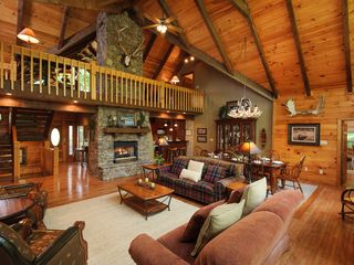 7 bedroom lodge on lake blue ridge homeaway blue ridge for 4 bed log cabins for sale
