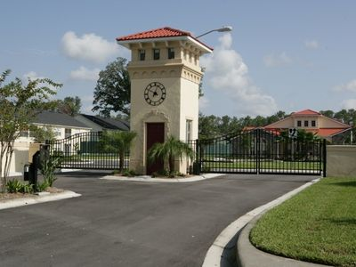 Club Cortile condo rental - Gated entrance