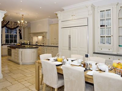 Breakfast room to kitchen