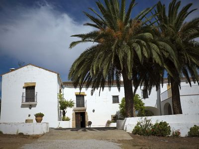 Beautiful house-winery eighteenth century with magnificent views and pool next to Trujillo