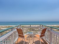 3BR/3BA BEACHFRONT 3-STORY LUXURY HOME, sleeps 6-8!