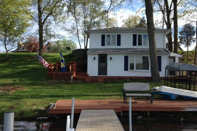 2Bed, 2FULL bath on one of the cleanest fishing lakes in indiana