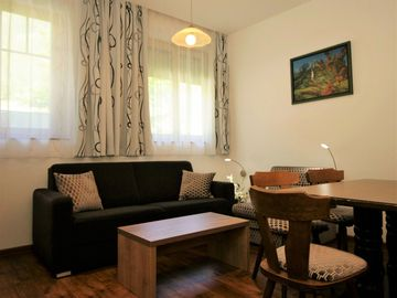 Beautiful apartment with WIFI, hot tub, TV, balcony and parking