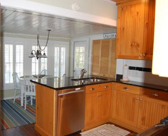 Newly remodeled eat-in kitchen
