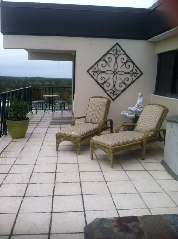 Holiday Towers 3b/2.5ba Penthouse with huge patio. Beautiful View!