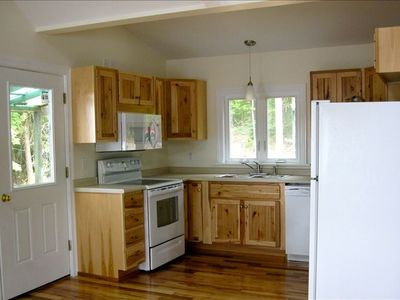 Kitchen cabinets, cabinetry design and discount kitchen remodeling