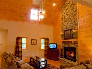 Ellijay cabin photo - Luxurious spacious accomodations, wood burning fireplace, flat screen TV, wifi