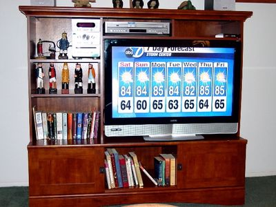 37 inch LCD HDTV--Bluray-DVD--CD--Books