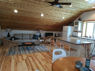 Beautiful, bright and  relaxing private apartment. WiFi. North end of the island