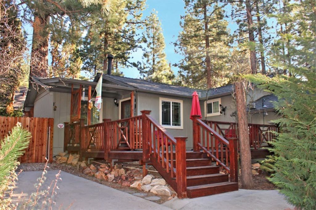 Romantic luxury cabin with fenced yard outdoor spa bbq for Romantic big bear cabins